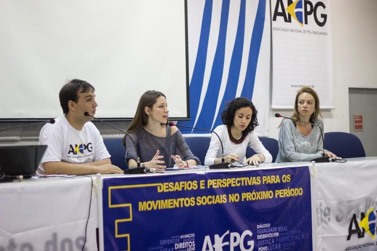 APGs expoem informativos de suas atividades durante a reunião